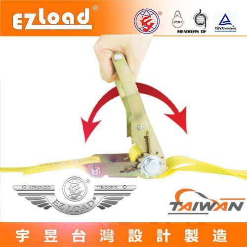 將手拉器的把手搖緊, 織帶便可以緊固的固定物件